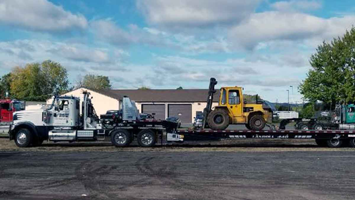 Oversized load hauling Danbury